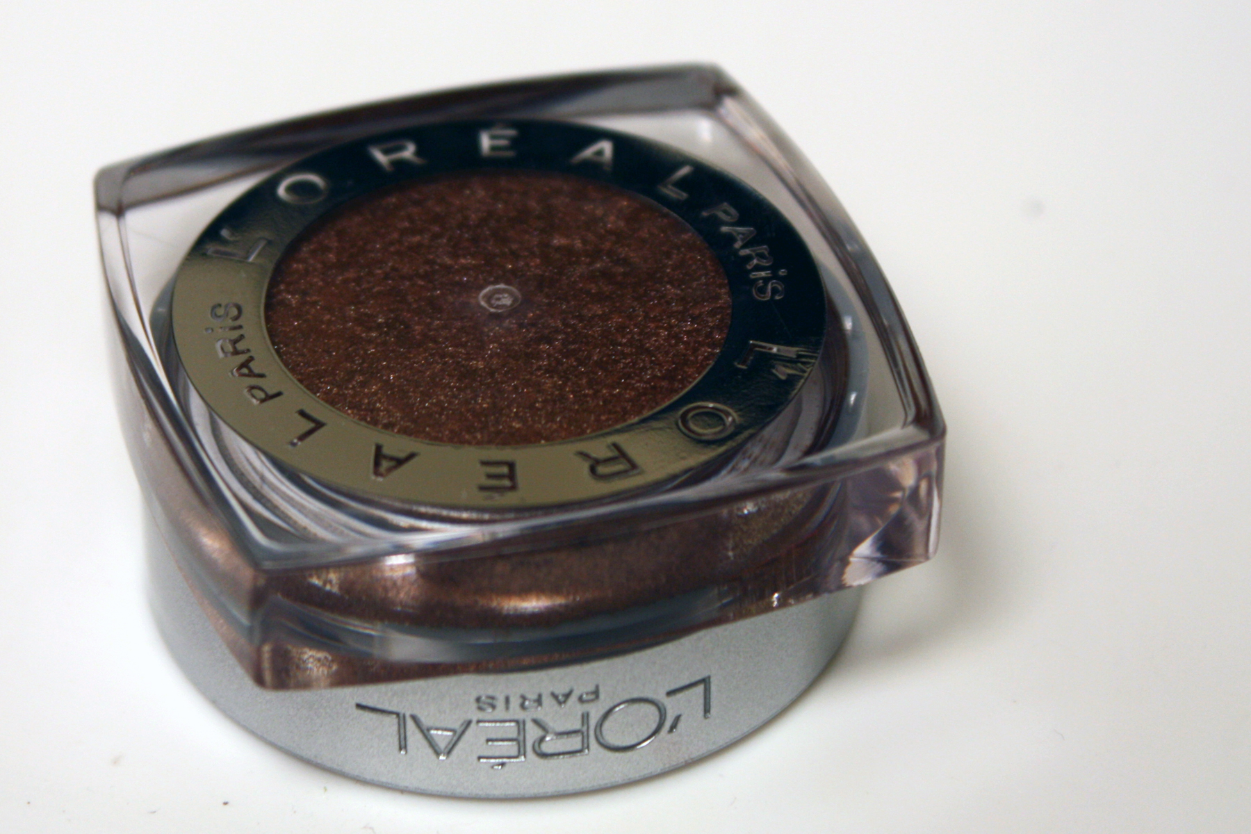 L'Oreal Infallible 24 HR Eyeshadow in Bronzed Taupe (Swatch)