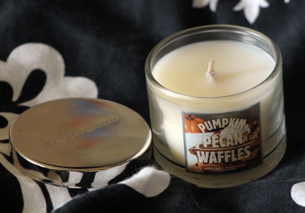 Bath and Body Works Pumpkin Pecan Waffles Mini Candle Review