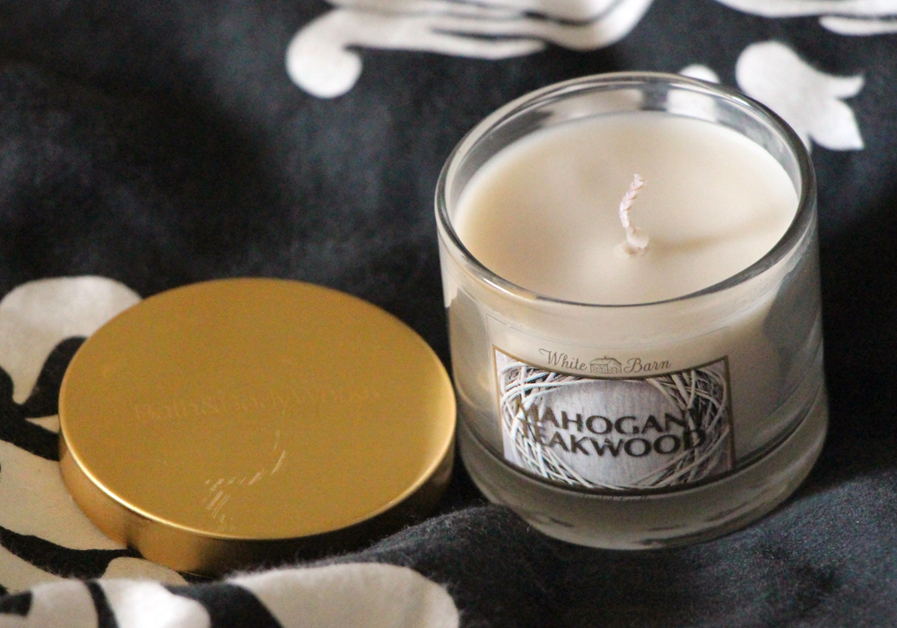 Bath and Body Works White Barn Mahogany Teakwood Mini Candle Review