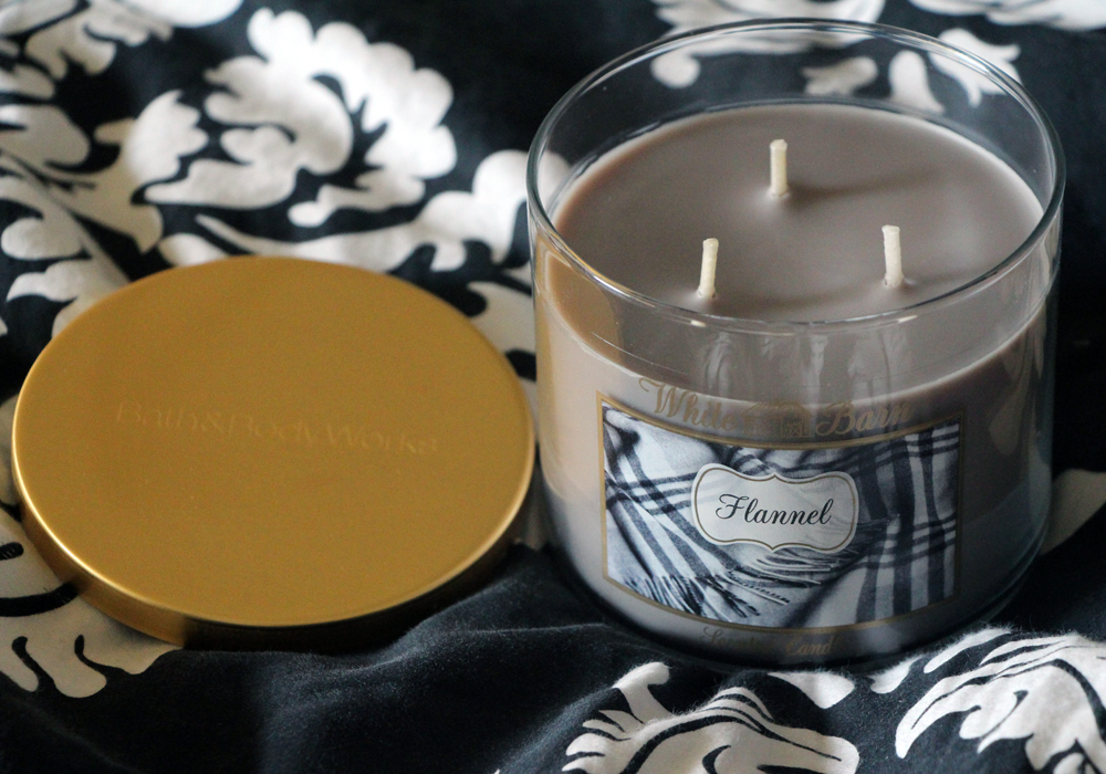 Bath & Body Works White Barn Candle Flannel Review