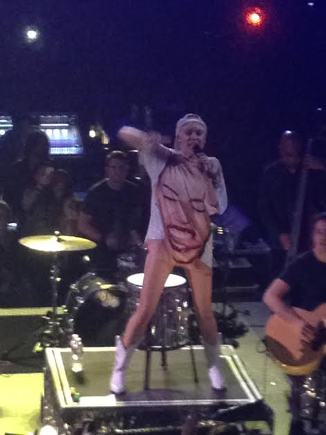 Miley Cyrus Bangerz Tour Anaheim Honda Center February 20 2014