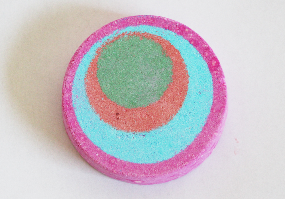 LUSH Cosmetics Granny Takes A Dip Bath Bomb Review