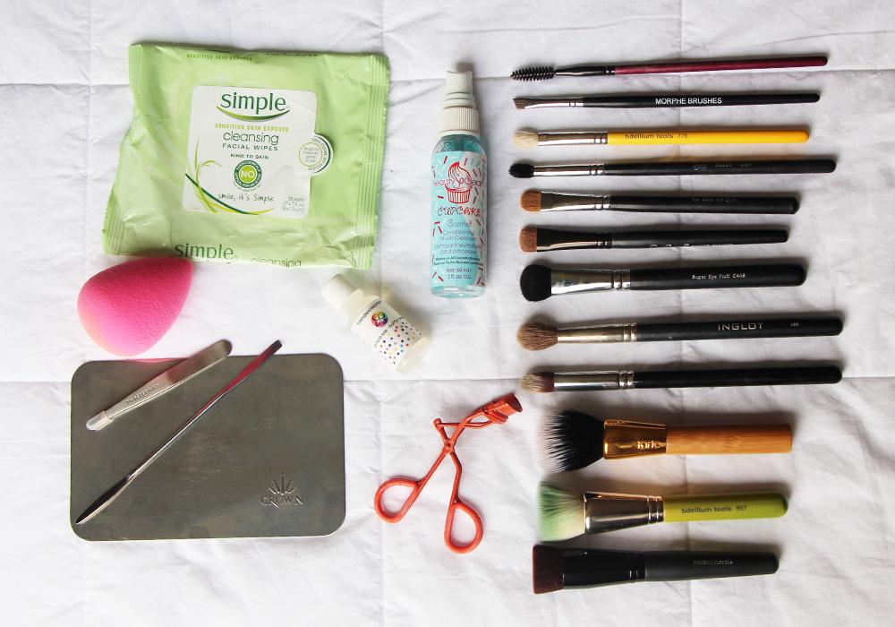 What's In My Travel Makeup Bag Tools & Brushes- Simple, Beauty Blender, Tweezerman, Sephora, Crown Brush, NYX, Bdellium, INGLOT, Morphe, Royal & Langnickel, Sigma