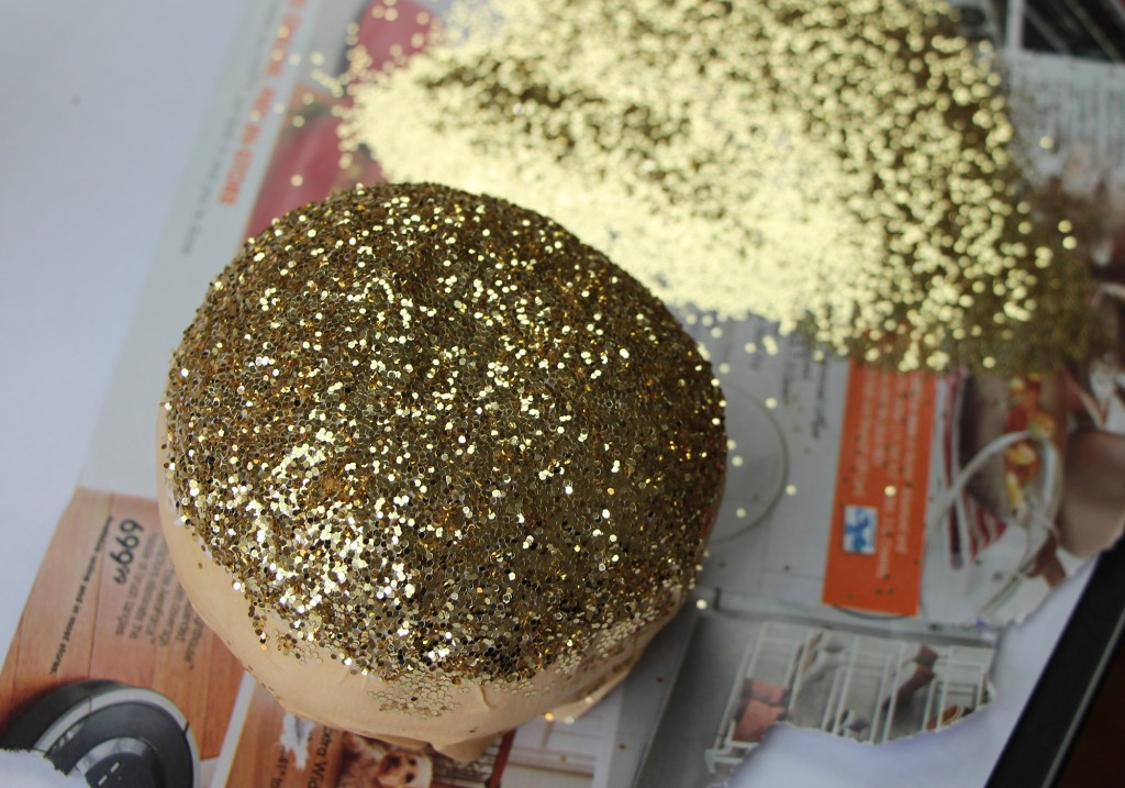 DIY Thanksgiving Home Decor: Gold & Glitter Decorated