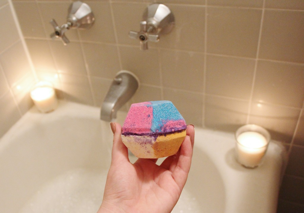 LUSH Cosmetics The Experimenter Bath Bomb Review
