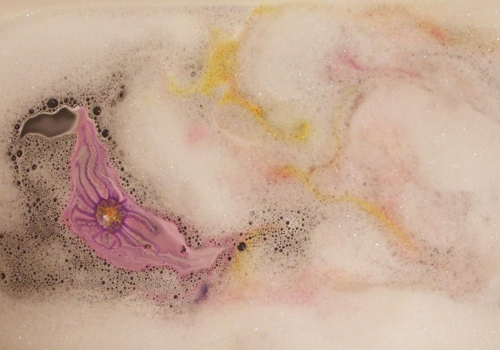 LUSH Cosmetics The Experimenter Bath Bomb Review Bath Art 2