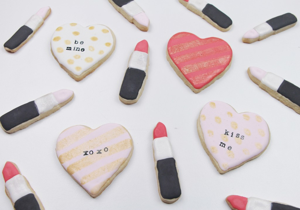 How To Make Royal Icing Decorated Sugar Cookies Valentine's Day Luster Dust Stamping Lipstick Heart Cookies Tutorial